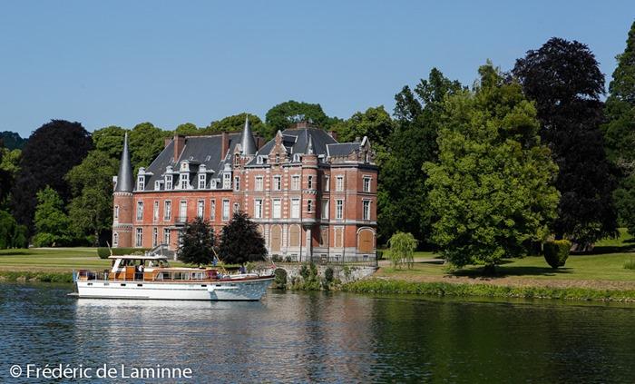 Yacht et Château en bord de Meuse à Wépion (halage) le 08/06 /2014.