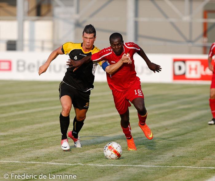 Xavier TOUSSAINT (22)  de l' UR Namur et Gaby LOEMBA (10)  du  RAEC Mons lors du Match amical entre l'UR Namur (Promotion D) et RAEC Mons (D2) qui s'est déroulé à Namur (Stade communal) le 23/07/2014.