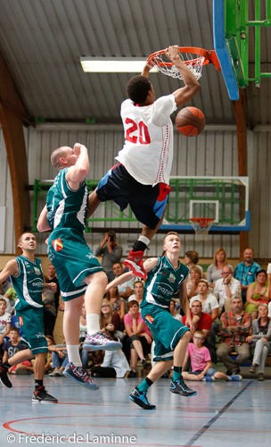20140815 - Belgrade, Belgium : Benjamin Moore (20)  from Global Sports Academy (US) goes for a dunk over Romain RECKO (6)  from New BC Alsavin Belgrade during the Friendly game between Belgrade (BE) and Global Sports Academy (US) on 15/08/2014 in Belgrade (hall José Tyssaen)