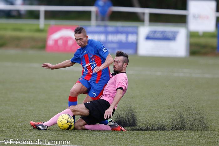 Jason QUINA (10)  du RUFC Ransart et Nicolas MEO (14)  du ROC de Charleroi Marchienne lors du Match de P1 Hainaut entre le RUFC Ransart A et le ROC De Charleroi-March qui s'est déroulé à Ransart () le 23/08/2014.
