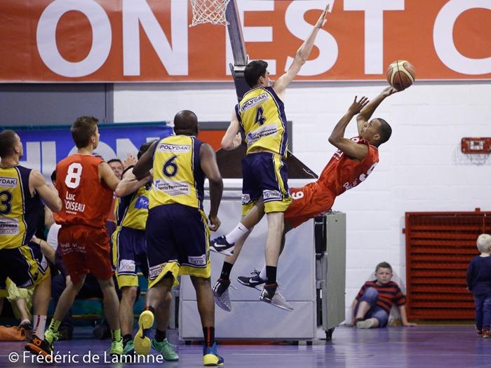J. SEKI – KANDI (9)  du BC Loyers part en arrière lors du match de Basket D3 : Loyers - Geel qui s'est déroulé à Loyers (complexe sportif) le 13/09/2014.