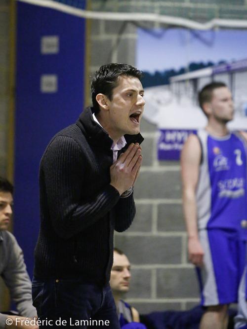 L. COSTANTIELLO (c) coach du New BC Profondeville tente une petite prière lors du Match de Basket-ball R2: Profondeville - Erpent qui s'est déroulé à Profondeville (Complexe de la Hulle) le 07/02 /2015.