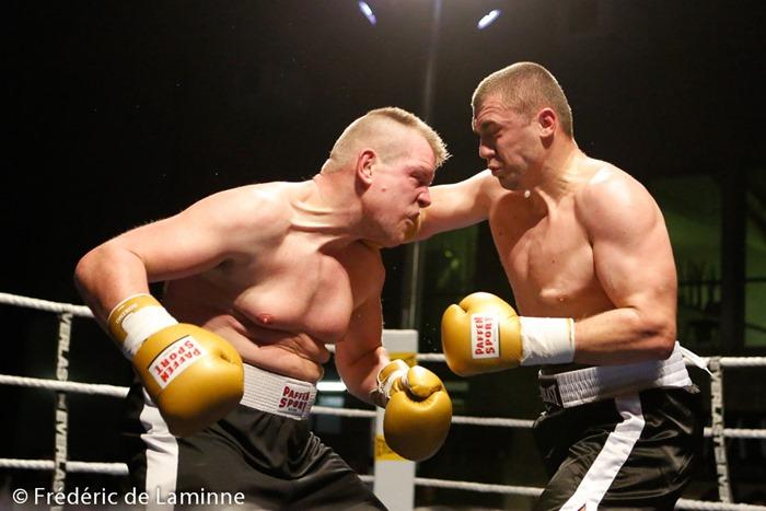 Christophe DUFAUX (à gauche) vs Tomislav RUDON lors du Gala de Boxe de La Plante 2015 qui s'est déroulé à Namur (Centre sportif de la Plante) le 21/02 /2015.