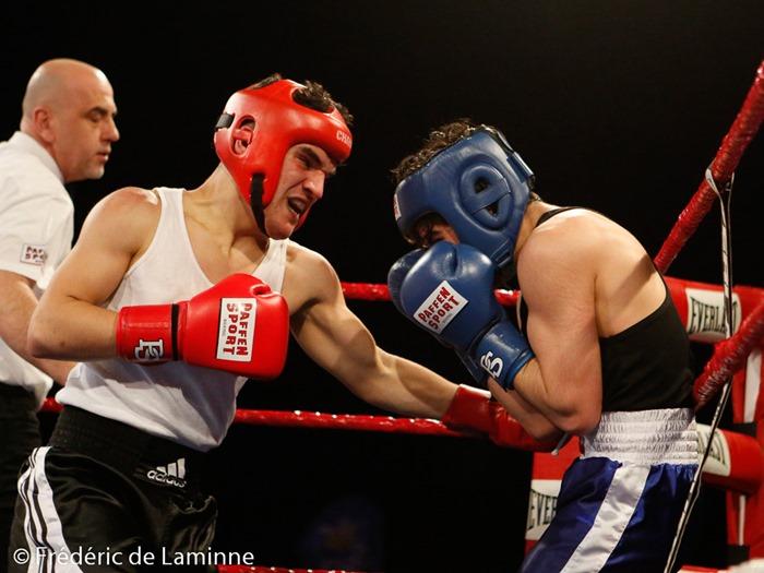 combat entre El Hadj Messaoud et El Sialiti S (gts bleus) lors du Gala de Boxe  qui s'est déroulé à Charleroi (Spriroudome) le 14/03 /2015.