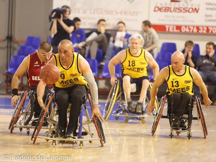 Un match de Handi Basket était organisé dans le cadre de la Coupe AWBB qui s'est déroulée à Ciney (RBC) le 15/03/2015.