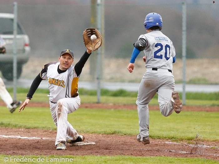 Ludovic GEUQUET (33)  des Namur Angels effectue un retrait en 1ère base lors du Match de Baseball D1 entre Namur Angels et Gent Knights qui s'est déroulé à Namur (Angels field) le 11/04 /2015.