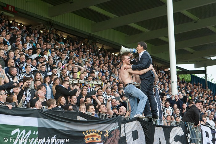 Après la victoire des Carolos, Felice Mazzu d'adresse aux supporters à la de la Finale retour des PO2 entre Sporting Charleroi - KV Mechelen qui s'est déroulé à Charleroi (Stade du pays de Charleroi) le 31/05/2015.