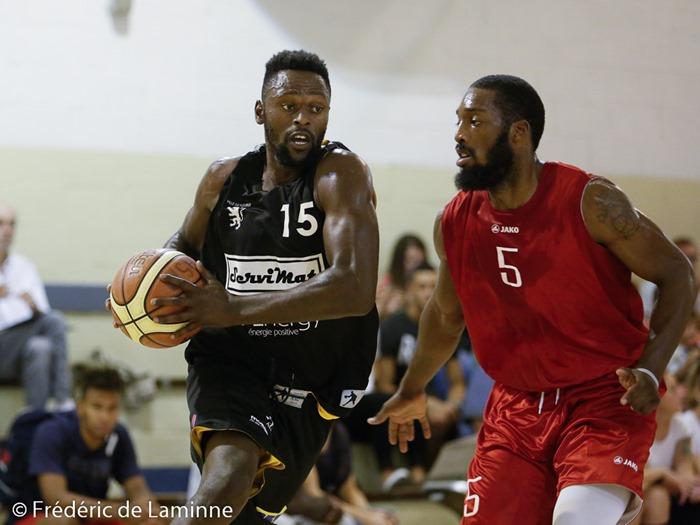 Christian ILONGO (15) capitaine du CEP Fleurus et L. JONES Jr(5) de Liège Basket lors du Match de gala de basket entre Betfirst Liège et CEP Fleurus qui s'est déroulé à Gembloux (Chapelle Dieu) le 22/08/2015.
