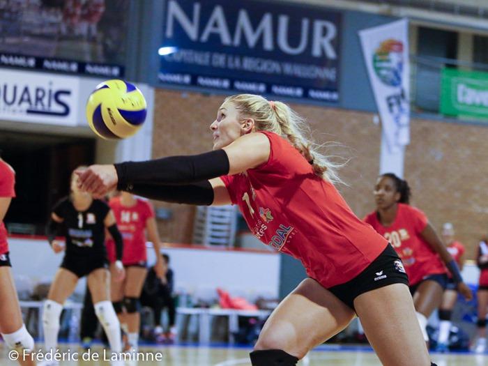 Caroline LAFORGE (11) des Dauphines CHARLEROI lors du Match de gala de Volley-ball entre Namur Volley et les Dauphines de Charleroi qui s'est déroulé à Namur (Hall Octave Henry) le 04/09/2015.