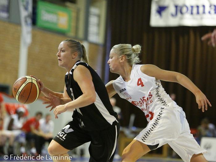 Sarah DENEIL (4) du Belfius Namur Capitale lors du Match de Basket-ball D1 Dames: Namur A – Monceau qui s'est déroulé à Namur (Hall Octave Henry) le 27/09 /2015.