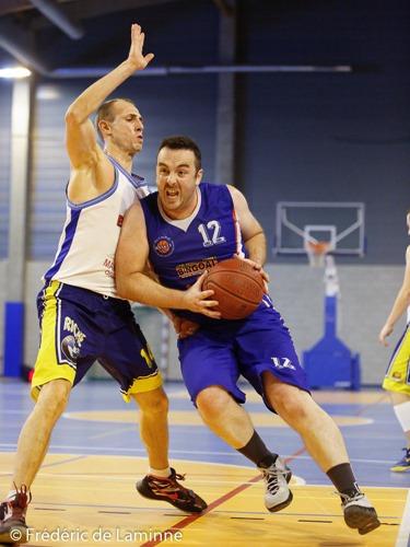 F. LEBOUX (12) de l'Olympic et S. FILIPPO (14) de la RUS Mariembourg lors du Match de Basket-ball R1: Mariembourg – Olympic qui s'est déroulé à Couvin (Couvidôme) le 10/10 /2015.
