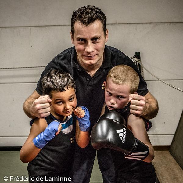 Georges Dujardin, Younes et Enzo lors d'un entrainement du boxing Team Namurois de Georges Dujardin qui s'est déroulé à Jambes (Hall du Souvenir) le 20/10 /2015.