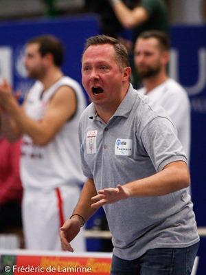 F. PRIELS (c) coach de l' US Lambusart donne de la voix lors du Match de Basket-ball D3: Belgrade – Lambusart qui s'est déroulé à Belgrade (rue des Tautis) le 07/11/2015.