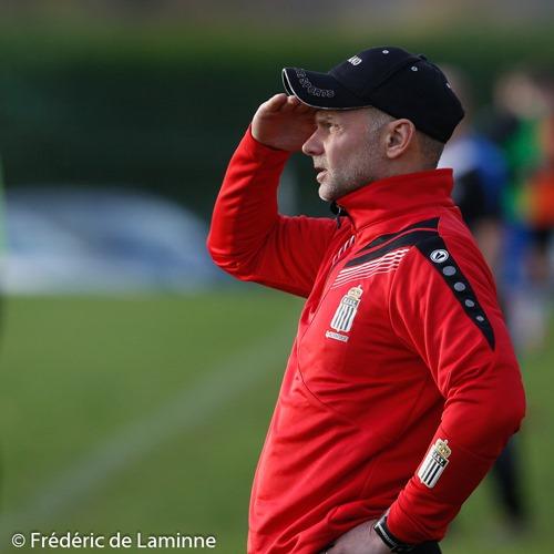 L'horizon se dégage pour Vincent ANDRE (c) coach de la RJS Tamines lors du Match de Football promotion: Loyers-Tamines qui s'est déroulé à Loyers (Comognes) le 08/11/2015.