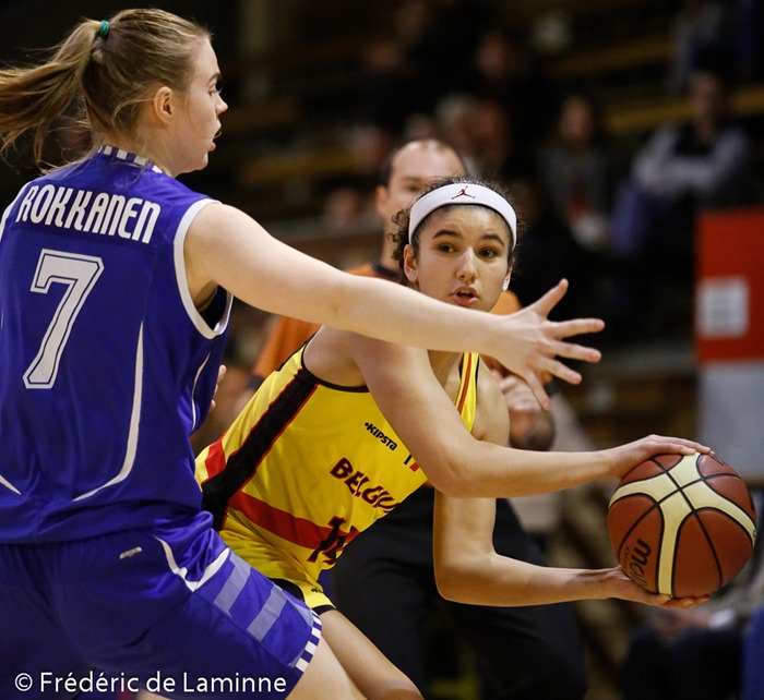 20151120 - Namur, Belgium : Belgium's Hind BEN ABDELKADER (#14) tries to pass the ball as she is blocked by Finland's Sarah ROKKANEN (#7) during the friendly basket-ball game between Belgium and Finland in preparation of the qualifications for the Euro 2017.