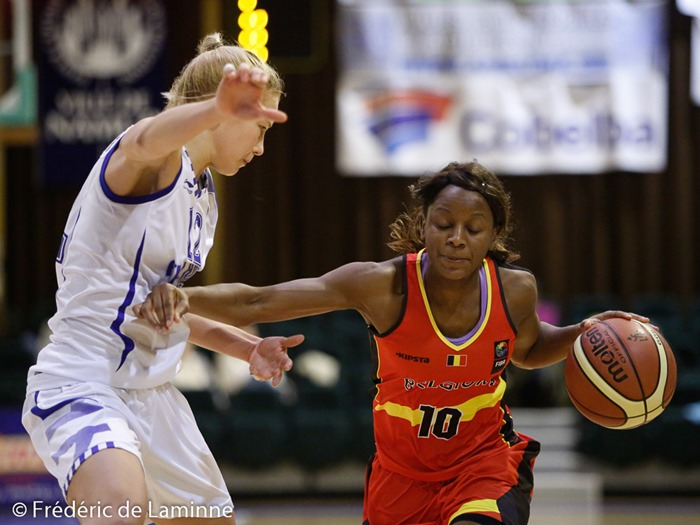 20151121 - Namur, Belgium : Finland's Linda Lotta LEHTORANTA (#12) is pushed back by Belgium's Noémie MAYOMBO (#10) during the Friendly basket-ball game between Belgium and Finland in preparation of the qualifications for the Euro 2017.
