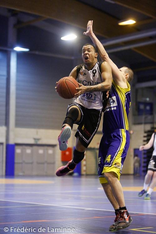 J. SEKI KANDI (9)  du RBB Gembloux et F. SIMILIA (14)  de la RUS Mariembourg lors du Match de Basket-ball: Mariembourg – Gembloux qui s'est déroulé à Couvin (Couvidôme) le 06/02/2016.