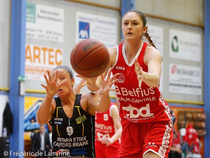 Marjorie CARPREAUX (9) capitaine des Castors Braine et Regina PALUSNA (11)  du Belfius Namur Capitale lors de la finale coupe de Belgique dames: Belfius Namur – Castors Braine qui s'est déroulé à Boom (Sporthal) le 28/03/2016.