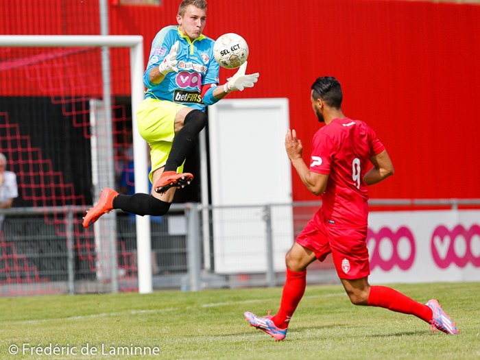 Seraing, Belgium. 9 Jul, 2016. RFC Seraing's Maxime MIGNON (#18) jumps for a save during the Soccer Friendly between RFC Seraing and Royal Excel Mouscron that took place in Seraing, Belgium. © Frédéric de Laminne/Alamy Live News