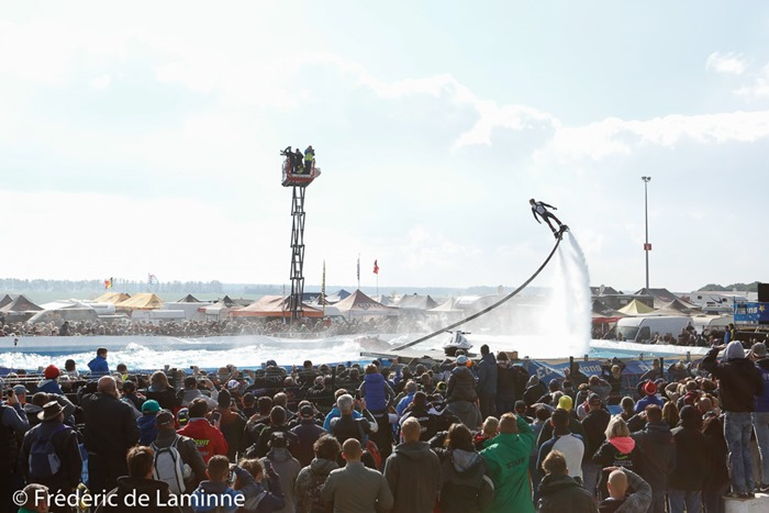 Démo acrobaties en Flyboard lors du 30ème Superbiker qui s'est déroulé à Mettet (Circuit Jules Tacheny) le 09/10/2016.