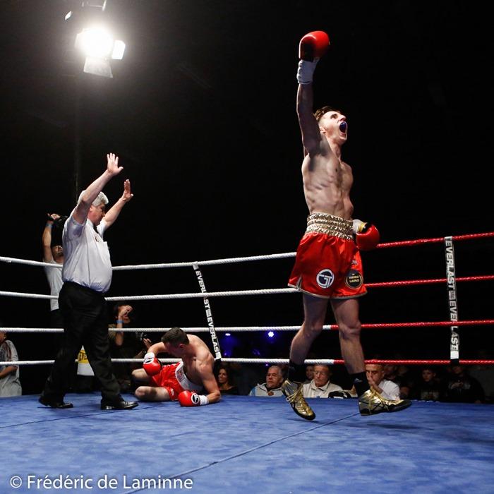 Antoine Vanackère (ceinture dorée, 63,7 Kg, Agent Vanackère) vq par K.-O. au 1er round de Attila Hoarvath (Hongrie) lors du Gala de Boxe d'Andenne: Back in his land qui s'est déroulé à Andenne (Andenne Arena) le 29/10/2016.