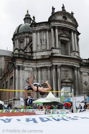 Concours de saut en hauteur devant la cathédrale St Aubain lors de l'Urban Memorial Van Damme Namur qui s'est déroulé à Namur (Place St Aubain) le 22/05/2016.