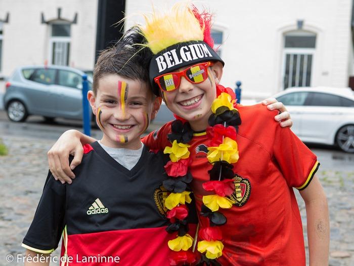 Deux jeunes supporters des Diables Rouges lors de la Retransmission du match Belgique - Irelande qui s'est déroulée à Eghezée (Complexe sportif) le 18/06/2016.
