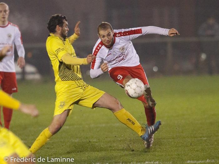 N. RAGUET (13) du RRC Longlier et N. DIGIUGNO (9) de la Jeunesse Aischoise lors du Match de Football D3 ACFF: Aische – Longlier qui s'est déroulé à Aische en Refail (Football) le 26/11/2016.