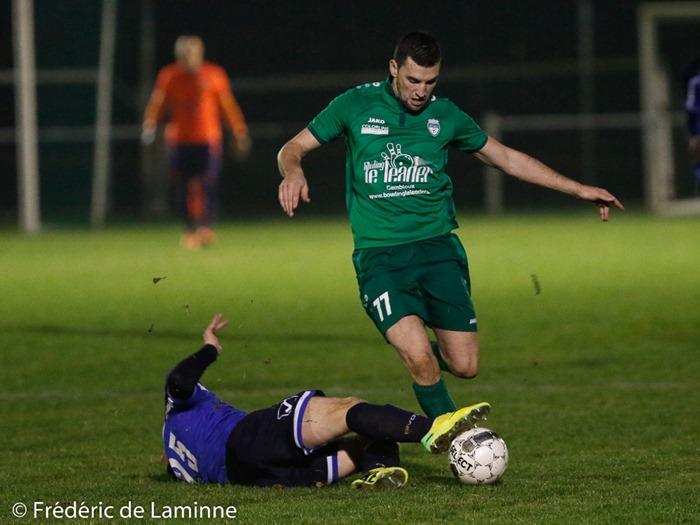 M. NART (25) du Royal Charleroi Couillet Fleurus (RCCF) tacle C. FRANCOIS (77) du RFC Meux lors du Match de Football D2 ACFF: Meux – RCCF qui s'est déroulé à Meux (RFC Meux) le 26/11/2016.