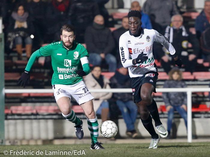 Anthony MUCCI (23) capitaine du R. Chatelet – Farciennes S.C. et Yoroma JATTA (15) de l'Olympic Club de Charleroi lors du Match de Football D2 ACFF: Olympic – Châtelet qui s'est déroulé à Charleroi (Stade de La Neuville) le 21/01/2017.