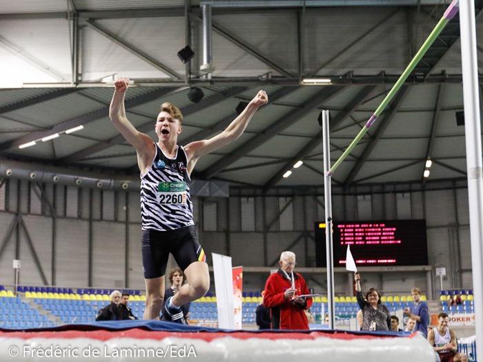2260 CARMOY THOMAS exulte après avoir franchi 2.07 m (nouveau record LBFA) lors du Championnat LBFA indoor TC/juniors qui s'est déroulé à Gand (Topsport hal) le 28/01/2017.