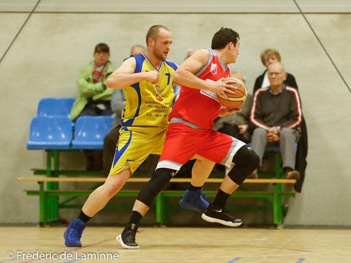 Basket synchronisé lors du Match de Basket-ball R2: Beez – Erpent qui s'est déroulé à Beez (Complexe Sportif) le 25/02/2017.