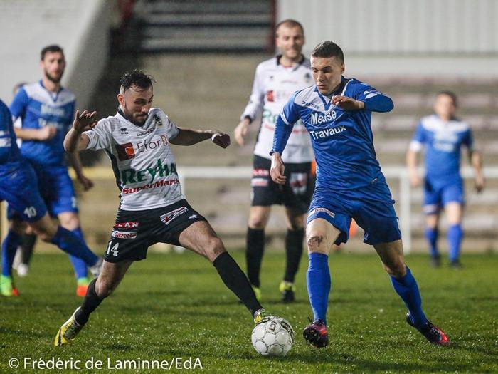 Nicolas MEO (14) de l'Olympic Club de Charleroi et Gauthier SMAL (8) de la RUW Ciney lors du Match de Football D2 ACFF: Olympic – Ciney qui s'est déroulé à Montignies Sur Sambre (Stade de la Neuville) le 18/03/2017.