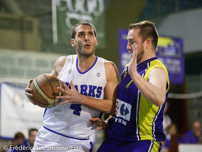 A. DELVAUX (4) du New BC Profondeville et G. MARTIN (7) de la RUS Mariembourg lors du Match de Basket-ball Play-off1/2 finale aller : Profondeville-Mariembourg qui s'est déroulé à Profondeville (Complexe de la Hulle) le 04/04/2017.