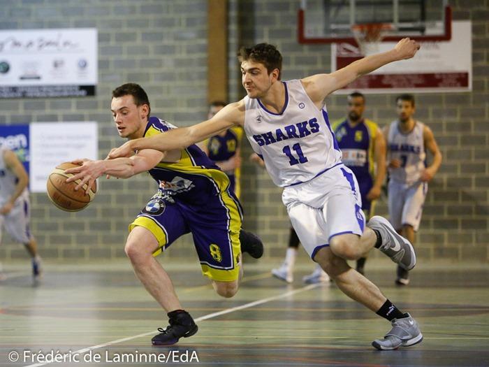 G. METENS (8) de la RUS Mariembourg et W. JALLET (11) du New BC Profondeville lors du Match de Basket-ball Play-off1/2 finale aller : Profondeville-Mariembourg qui s'est déroulé à Profondeville (Complexe de la Hulle) le 04/04/2017.