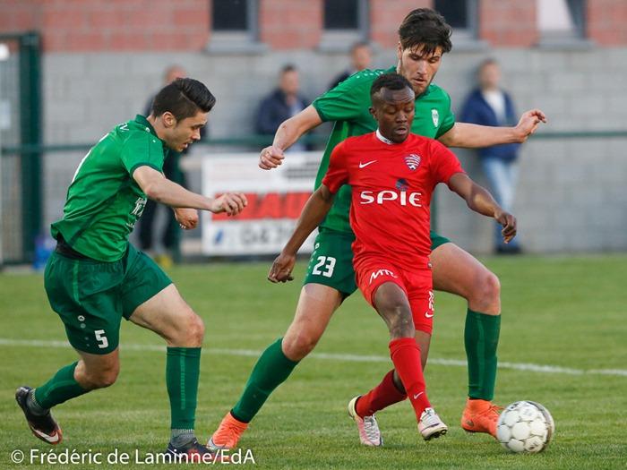 T. DACHELET (5) du RFC Meux, L. BAMONA LUBELU (13) de Solières Sport et C. VAN HYFTE (23) du RFC Meux lors du Match de Football D2 ACFF Meux – Solières qui s'est déroulé à Meux (Football) le 14/04/2017.