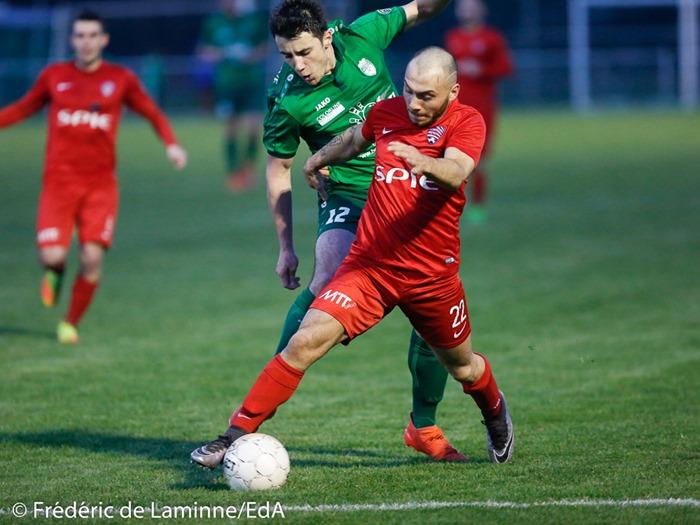 T. MACALLI (12) du RFC Meux et F. PAPALINO (22) de Solières Sport lors du Match de Football D2 ACFF Meux – Solières qui s'est déroulé à Meux (Football) le 14/04/2017.
