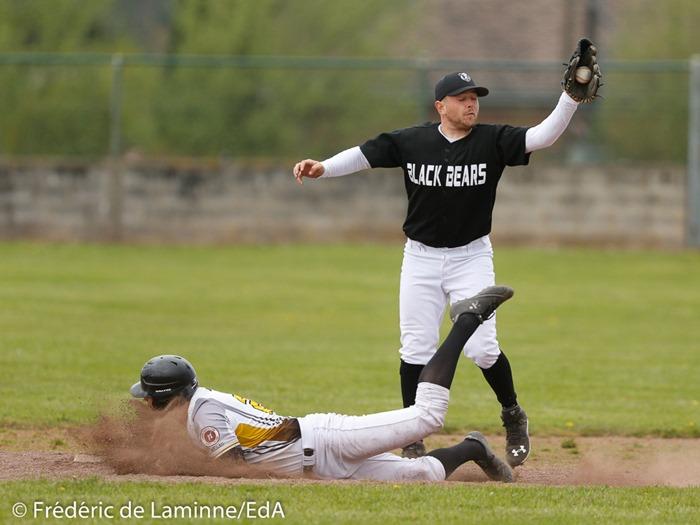 ?? Juan MARESCHAL (28) des Namur Angels slide en 2 lors du Match de Baseball 3BBE: Namur Angels – Andenne Black Bears qui s'est déroulé à Wépion (Terrain Angels) le 16/04/2017.