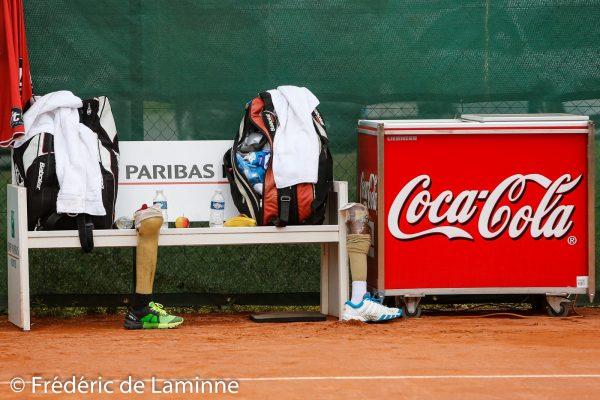 20170726 - Namur, Belgium : Artificial legs from Dharmasena D (SRI) / Ranaweera R (SRI) lay next to their bench during the Belgian Open on 26/07/2017 in Namur (TC Géronsart). © Frédéric de Laminne