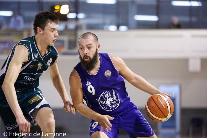 F. HUCORNE (9) du BC Alsavin Belgrade et J. MOUCHART (9) capitaine du BC Ciney lors du Match de coupe AWBB entre Ciney et Belgrade qui s'est déroulé à Ciney (Basket Ciney) le 05/08/2017.