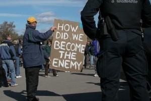 15 Oct 2006, Caledonia, Canada.  Une manifestation est organisée pour protester contre l'inaction de la police a l'encontre de la tribu des Six Nations qui occupe un terrain depuis plusieurs mois malgré une décision de justice.