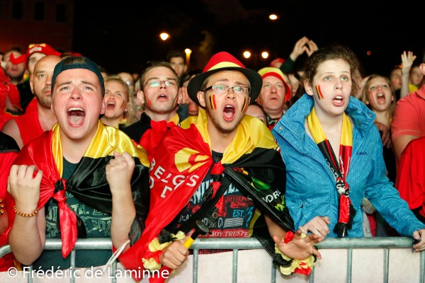 Des fans des Diables Rouges regardent la retransmission du match de Coupe du monde entre la Belgique et les USA qui s'est déroulée à Namur (Grognon) le 01/07 /2014.